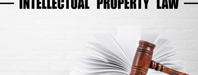Text Intellectual Property Law over judge's gavel and book on table